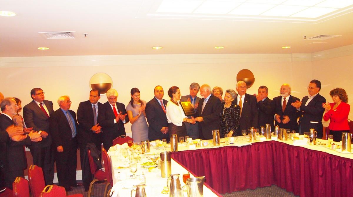 Balta honored by HANC Executive committee Kotrotsios Christakis Koutrakos Mataragas Hatzistefanidis Grossomanidis Kokolis Filiotis P1010206